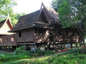 Wohnhaus einer wohlhabenden Familie in Thailand - Quelle: Wikimedia Commons (Creative Commons Lizenz)