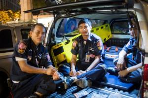 Die Seelensammler von Bangkok - Quelle: Spiegel.de - Foto: Rettungswagen in Bangkok - Foto: Aaron Yeo