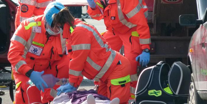 Rettungsdienst Übung Sanitäter Wiederbelebung Reanimation
