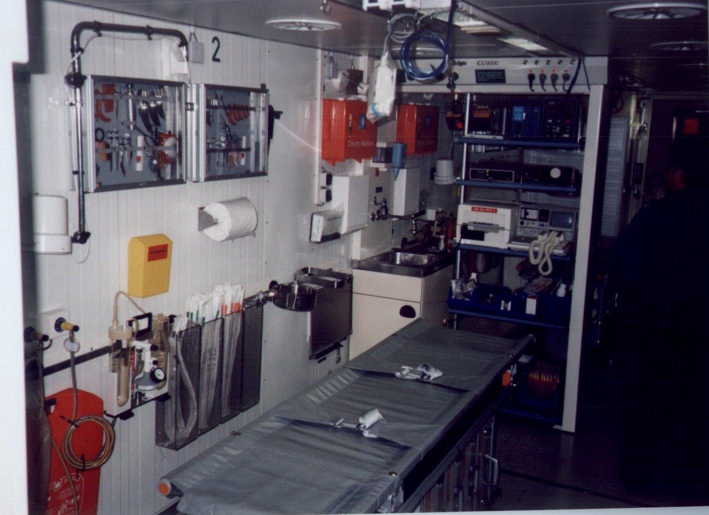 Innenansicht Sanitätswagen eines Rettungszuges - Quelle: www.wikipedia.de