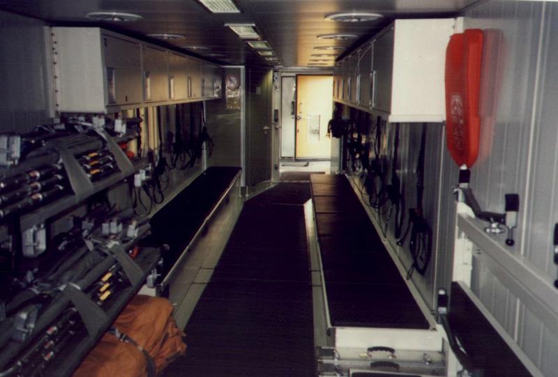 Innenansicht Transportwagen eines Rettungszuges - Quelle: www.wikipedia.de