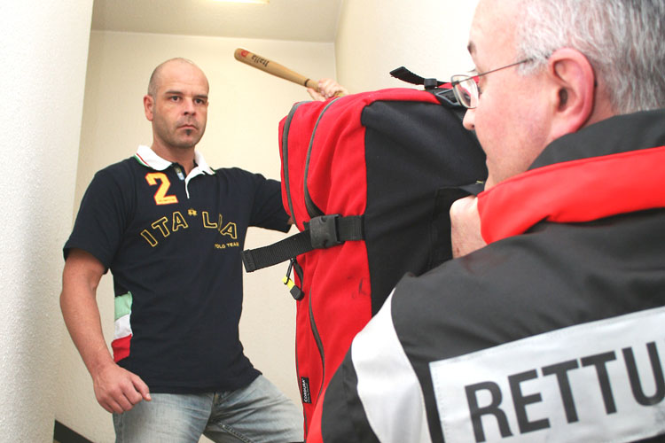 Gewalt gegen Retter - Quelle: www.skverlag.de - Foto: M. Wilhelm