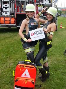 Die beiden mit Airbrush besprühten Models beim Fotoshooting (Foto: Fabian Lindinger / Rettungsdienst-Blog.com)