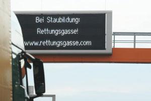 LED-Schild zur Rettungsgasse - Quelle: DerStandard.at - Foto: apa