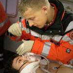 Pupillenkontrolle - Quelle: erste-hilfe-infos.de - Foto: rettungsassistenten-examen.de