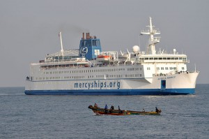 "Hospitalschiff ""Africa Mercy"" von Mercy Ships - Quelle: Wikimedia Commons - Lizenz: CC-BY-SA-3.0 (http://creativecommons.org/licenses/by-sa/3.0)"