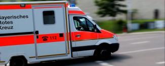 Rettungswagen (RTW) des Bayerischen Roten Kreuzes (BRK) im Einsatz - Quelle: YouTube